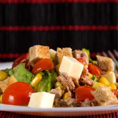 Salata de ton cu rosii