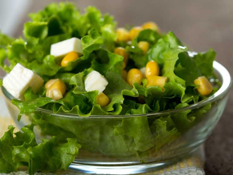 Salata cu branza feta si porumb