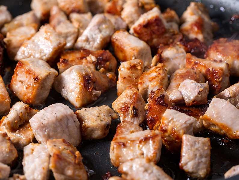 carne de porc prajita